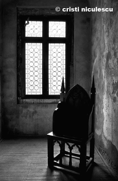 tronul-din-umbra