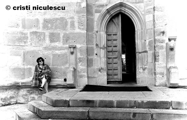 langa-usa-bisericii